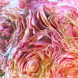 Rose and Gold Display Ruffles