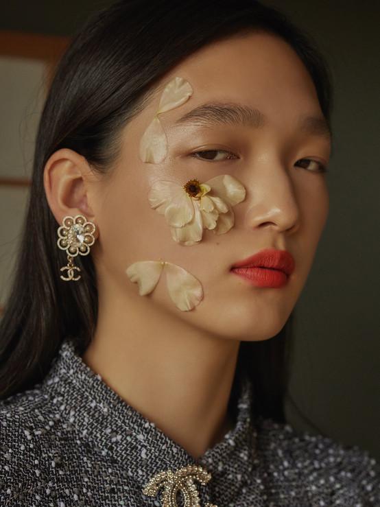 Chanel-Beauty-Spring-Summer-2019-By-Amanda-Shadforth-Oracle-Fox-02-19.jpg