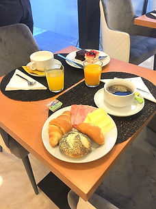 Mystay_Porto_Breakfast_1_edited.jpg