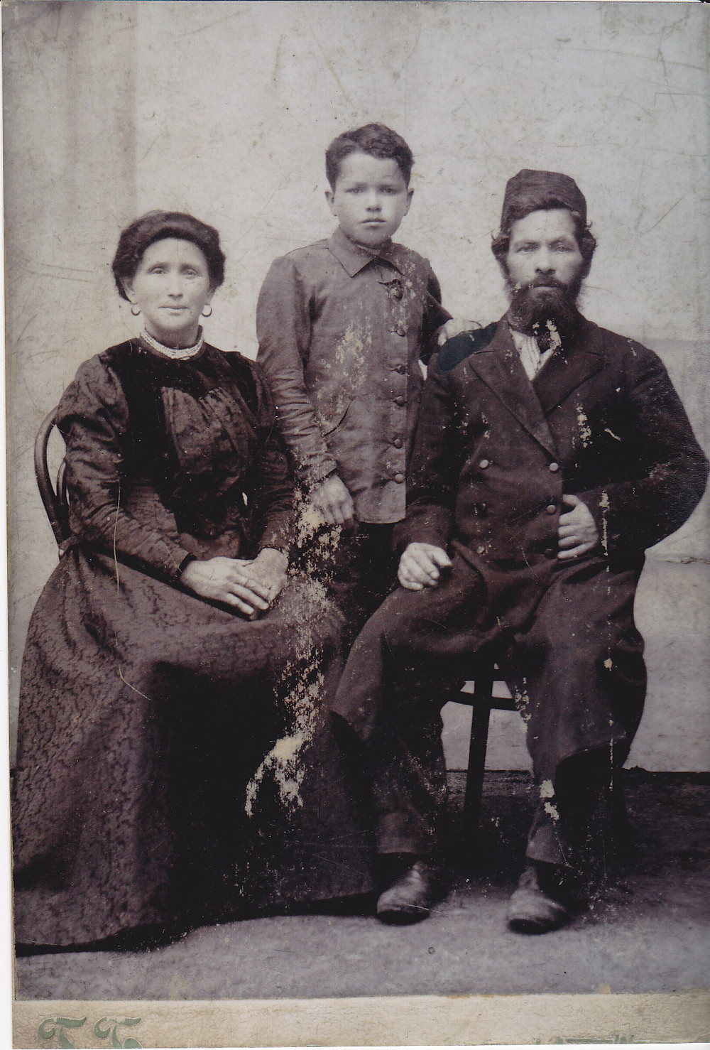 1905 ish Sarah & David Nisman with Hymie.jpg
