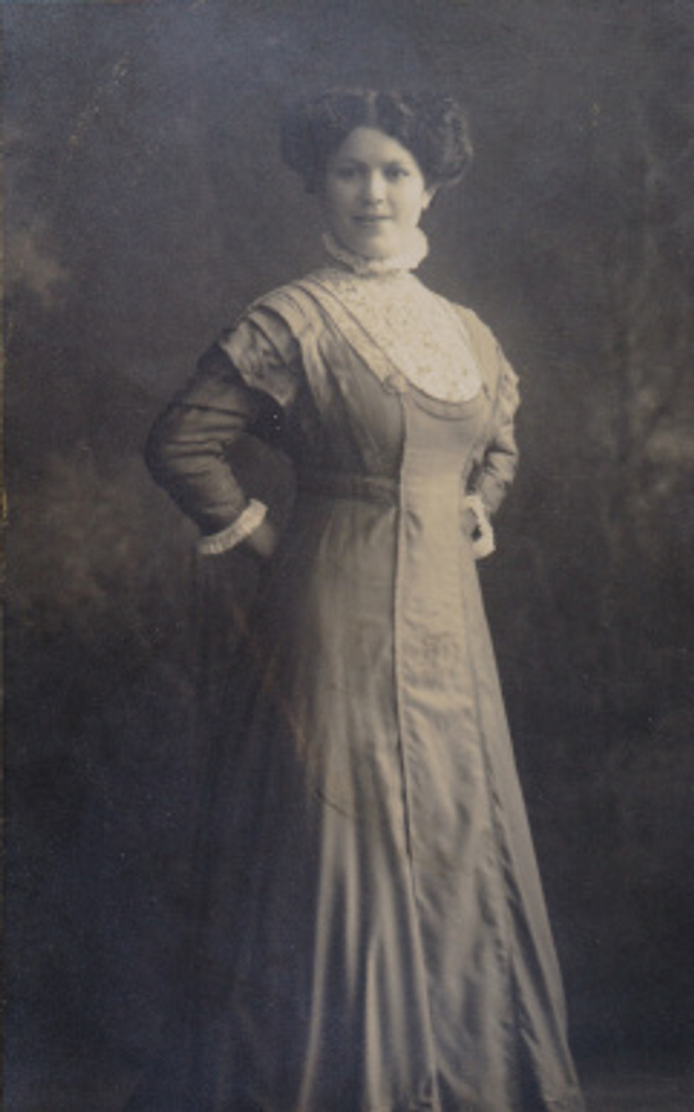 1909 Grandma (Fannie Loshak)