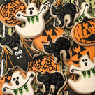 Halloween cookies out the door! 👻 🦇 🎃