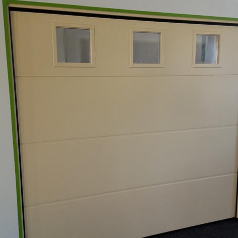 L-panel med kvadratiske vinduer - 1005 Elfenben