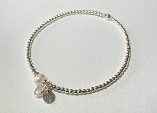 Elastisches Armband mit Perle, Lotusplättchen und Edelstein