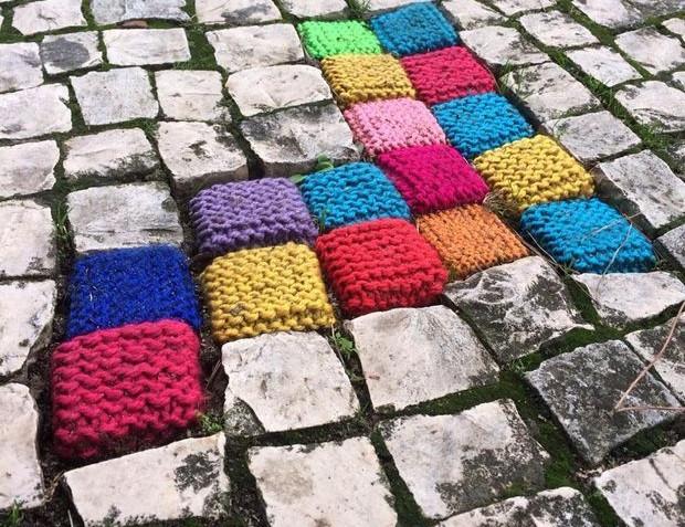yarn bombing - photo extaite du site www.unlockthelaw.co.uk
