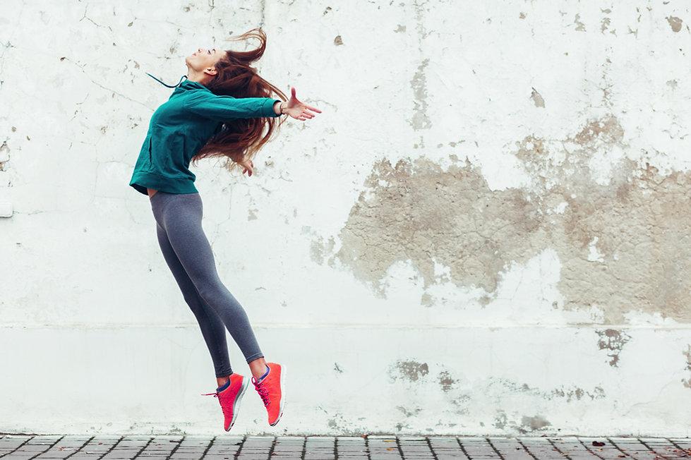 Fitness sport girl in the street 518.jpe