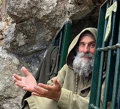 Fratel Biagio in grotta mani aperte sito