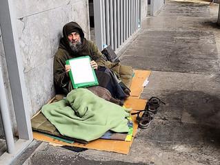 Fratel Biagio trascorre le notti per strada