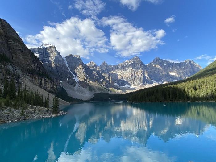 Calgary to Moraine Lake sightseeing tour