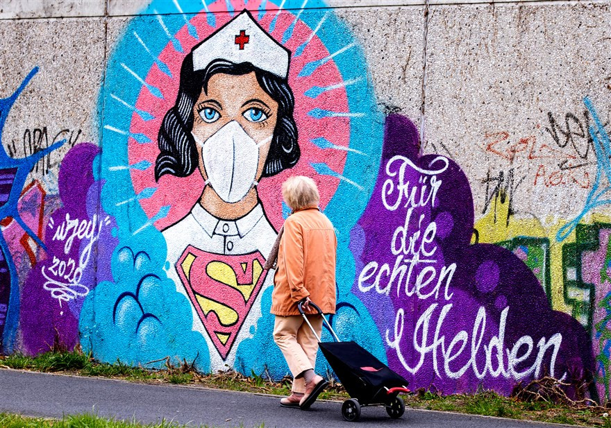 Mural by Uzey. Photo by Lars Baron.