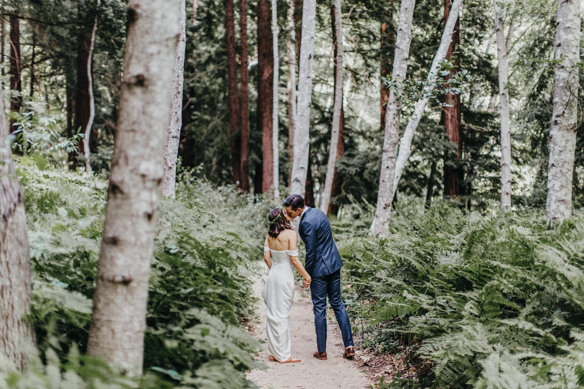 glen oaks big sur bride and groom kissing