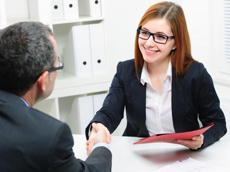 Dicas para se destacar em uma entrevista de emprego