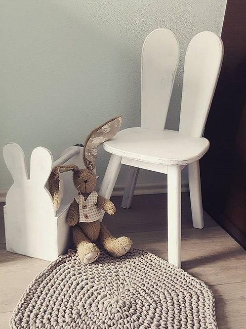 Židlička zaječí ouška