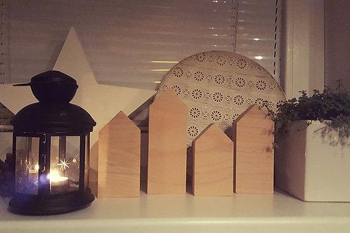 čtyři dekorační domečky