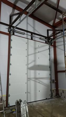 промышленные секционные ворота алютех