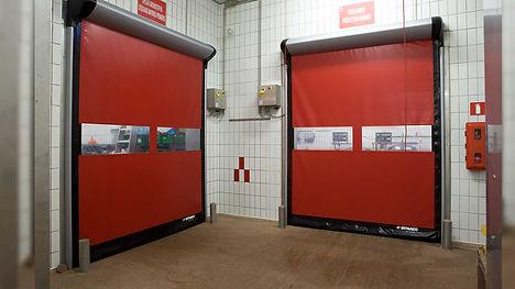 скоростные ворота в помещении.jpg