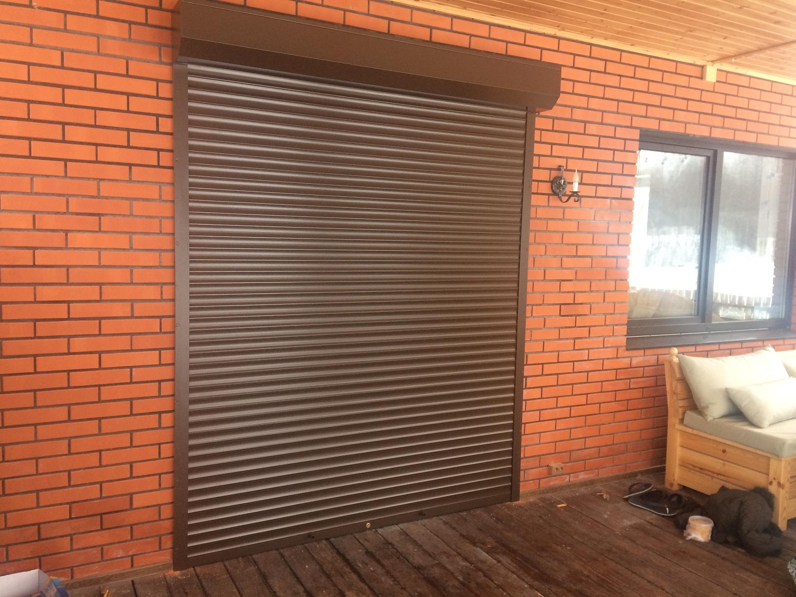 коричневая ролл на дверь