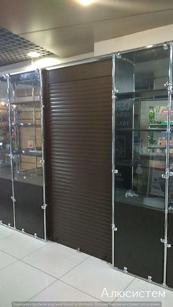 роллеты вместо двери в магазин.jpg