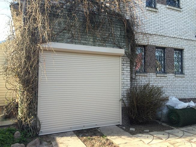 роллы на гараж 1