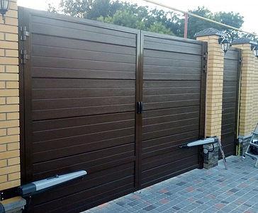 распашные въездные ворота алютех.jpg