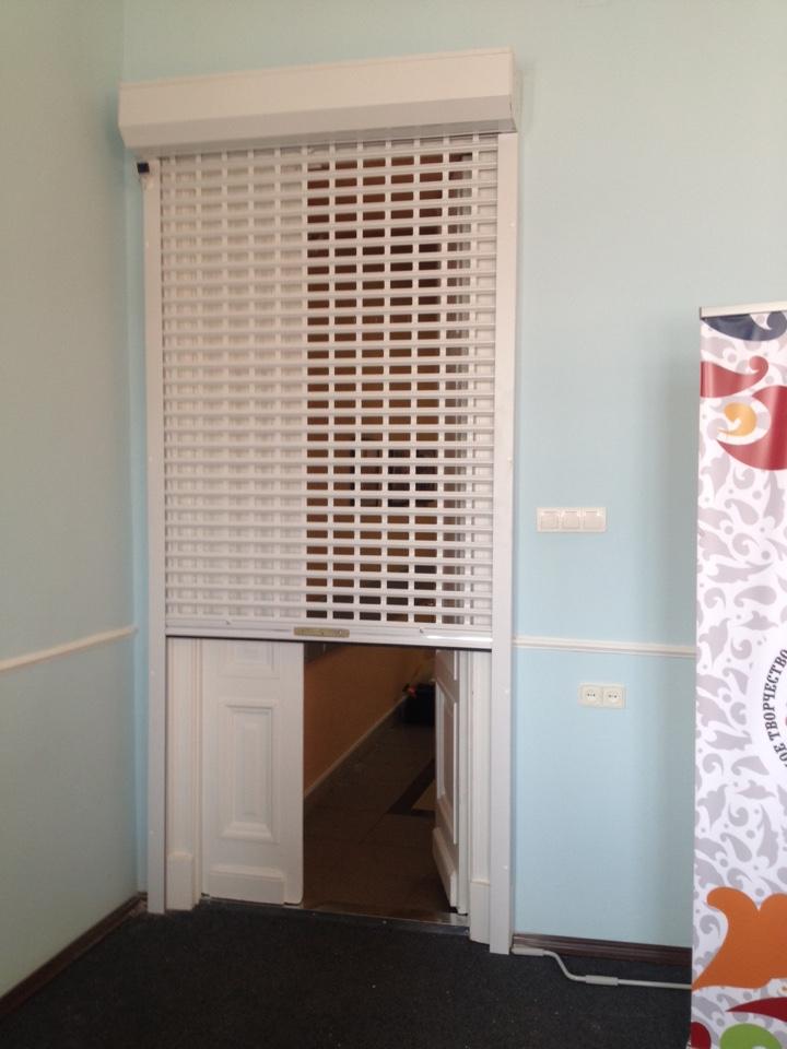 Роллетная решетка на дверь