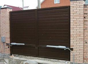 распашные ворота с электроприводом.jpg