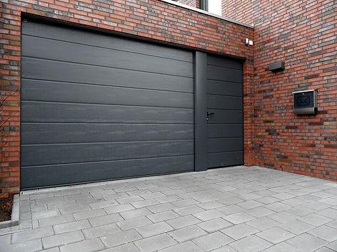 дверь боковая рядом с воротами.jpg