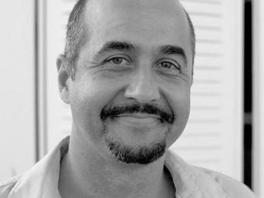 "Entrevista; Lorenzo Benítez director do documental ""Madres invisibles"""