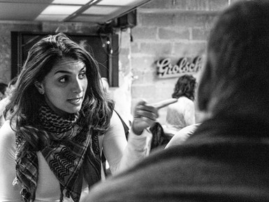 AMAL convida a xornalista siria Lina Chawaf, directora da emisora no exilio Radio Rozana, a particip