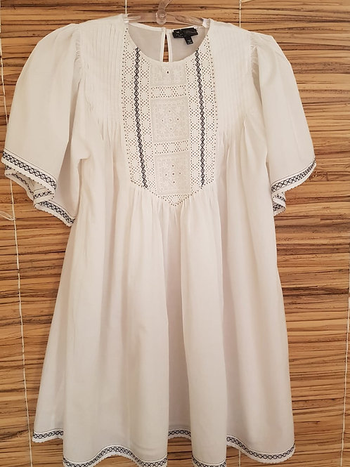 Vestido Branco Com Manga Bordada