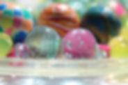 Värikkäitä palloja.jpg