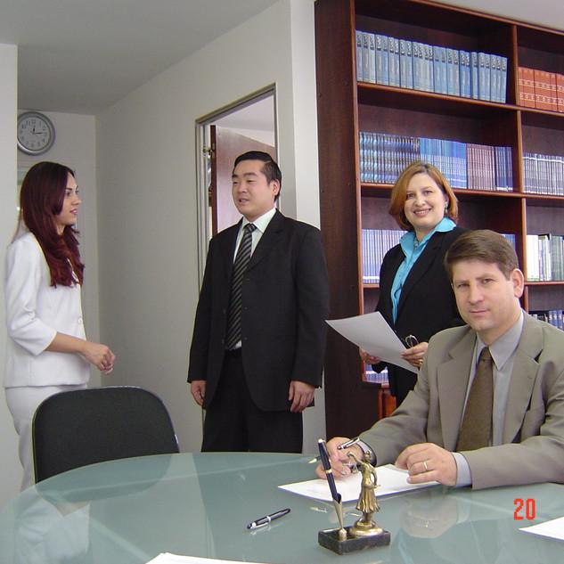 Sócios da Ari Torres Advogados Associados em 2004. Drs. Elza Torres, Ari Torres, Franco Kosaka e Juliane Santos.