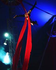 Fliegende Tücher 🎪_#flying #fly #red #c