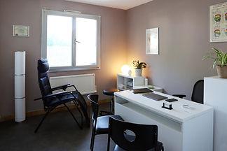 Cabinet de réflexologie plantaire à proximité de Montpellier, Pérols. Fauteuil de relaxation et planche Ingham des pieds et des mains.