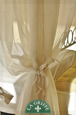 letto ferro battuto lavorato tende