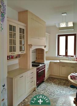 Cucina in stile provenzale/classico