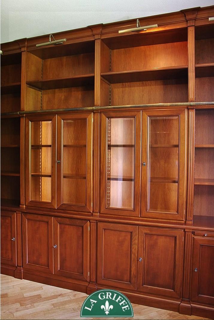 libreria con vetrine su misura