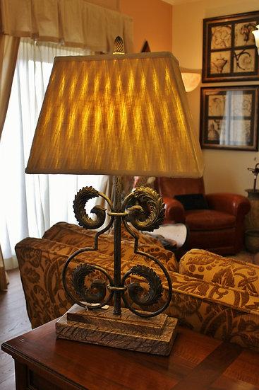 Lampada da tavolo Grifone - con basamento in marmo