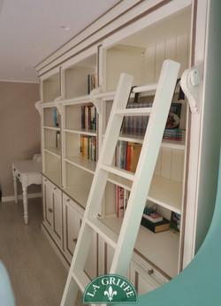 Libreria su misura con tiretti