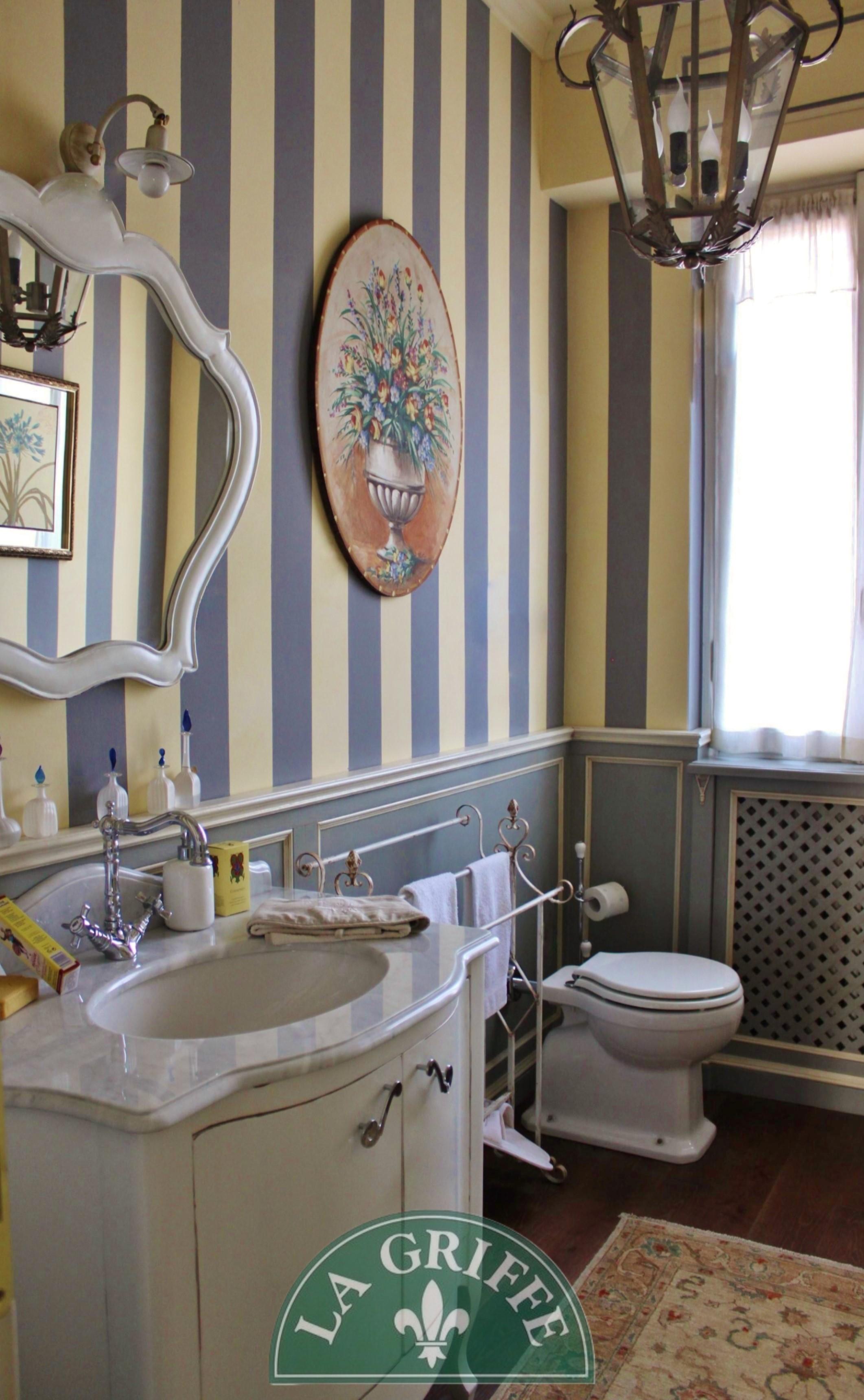arredo bagno provenzale marmo