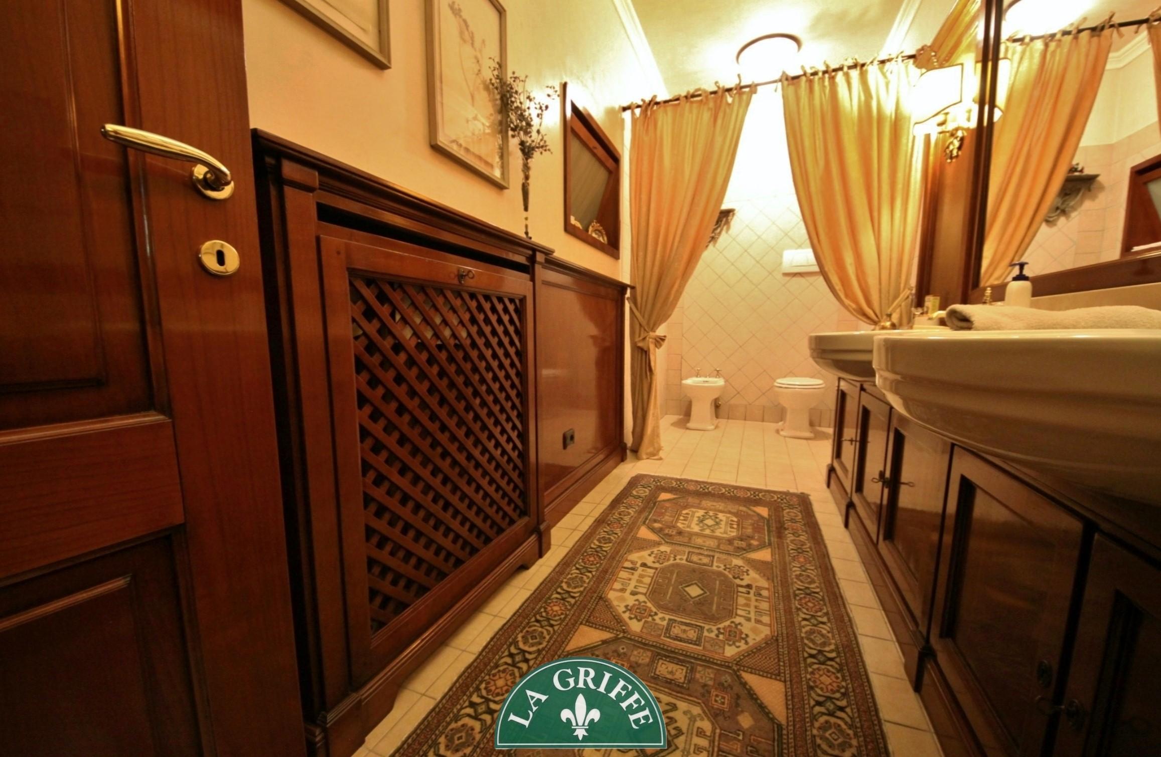 bagno classico su misura scuro