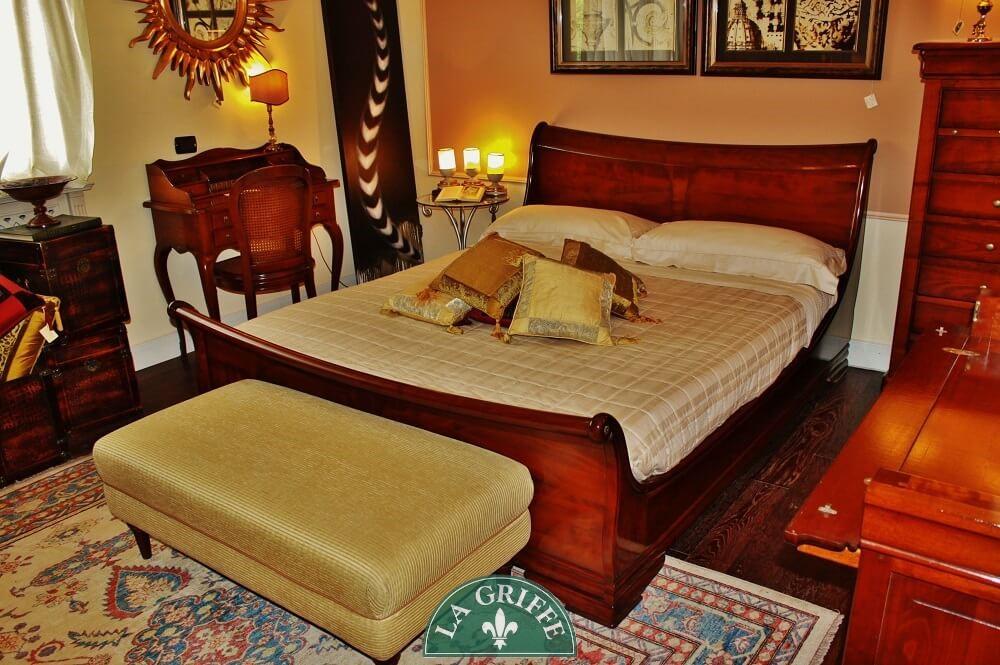 Camera da letto classica in ciliegio