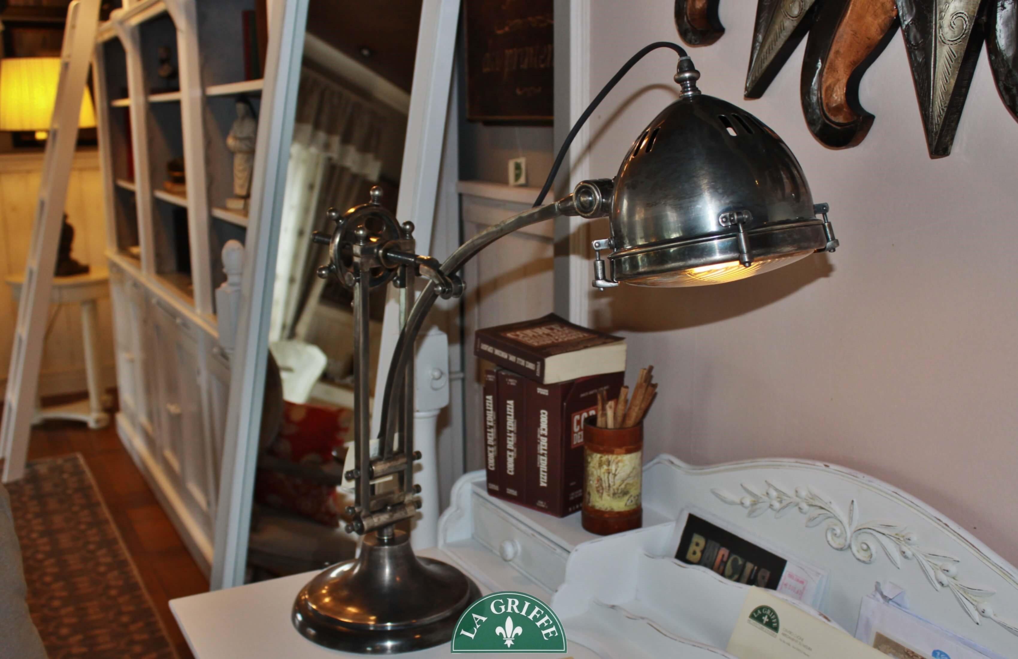 Lampada da tavolo vintage industrial