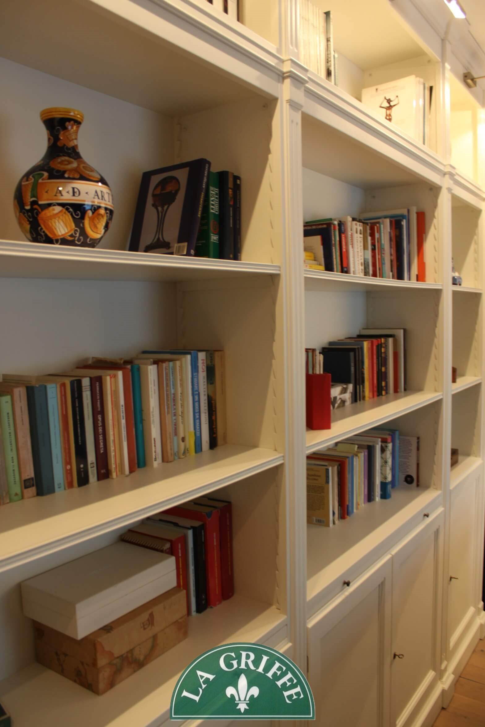 Salotto libreria boiserie su misura