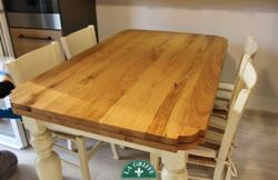 Tavolo bicolore in legno su misura