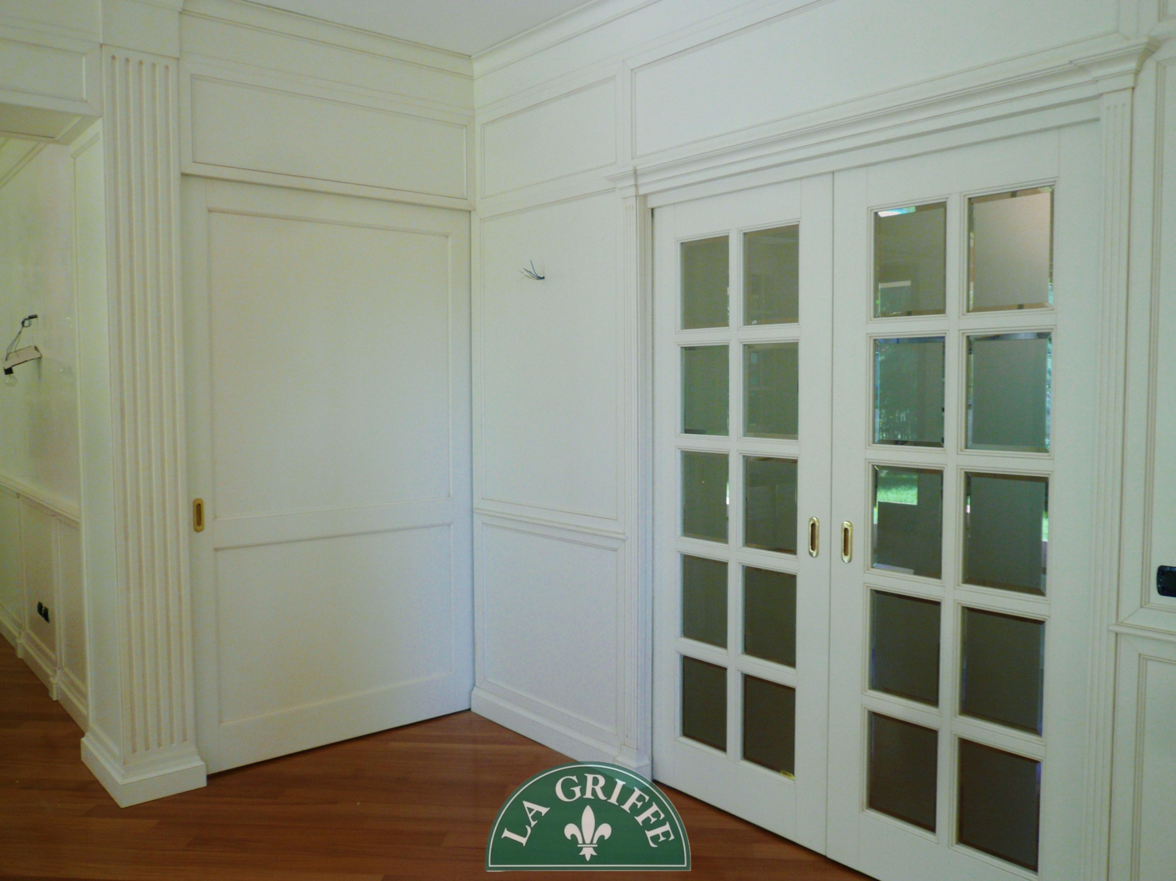 Boiserie soggiorno classico su misur