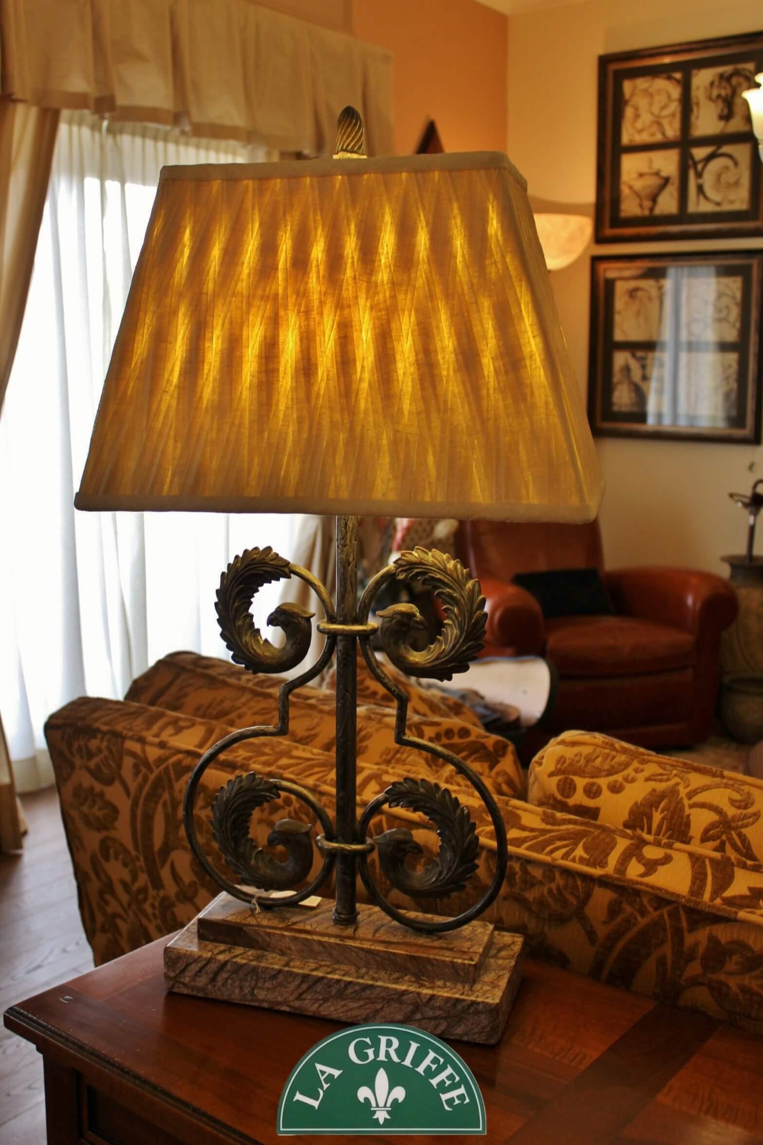 Lampada in marmo e ferro anticato