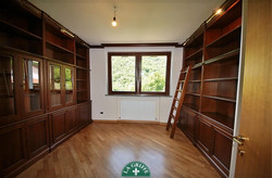 soggiorno boiserie libreria classico
