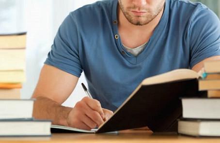 Jovem poderá terminar faculdade de Direito mesmo não tendo concluído ensino médio