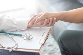 Por qué debería considerar la elaboración de directivas médicas anticipadas